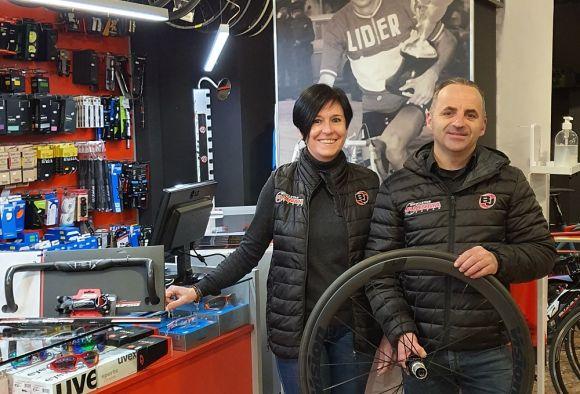 Juanma and his wife Mari Ángeles in their workshop.