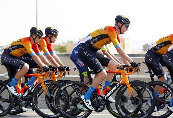 Bahrain-McLaren riders with disc brake wheels